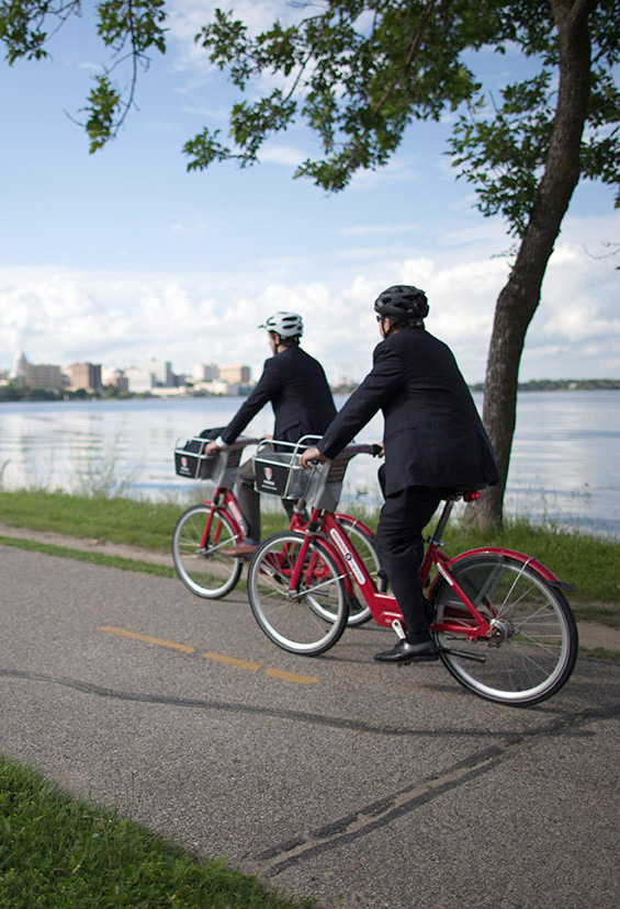 b-cycle-riding-by-the-lake